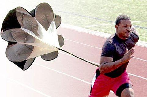 Testhez rögzíthető futóernyő edzéshez