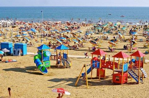Nyári fürdőzés Bibione tengerpartján 4-5 főre