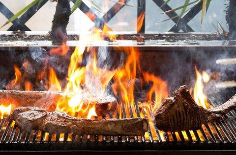Ízletes faszenes grillen sült falatok 2-3 főnek