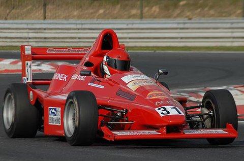 Taposs bele 10 körön át Formula versenyautóval!