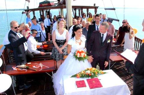 Különleges, hajós esküvő 1 fő részére a Balatonon