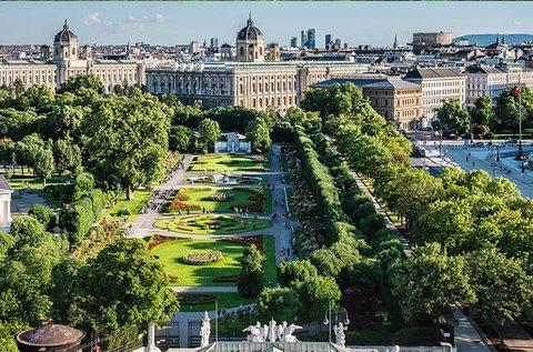 Buszos kirándulás Bécsbe választható programmal
