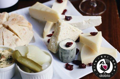 Különleges borkóstoló 2 főnek hús- és sajttállal
