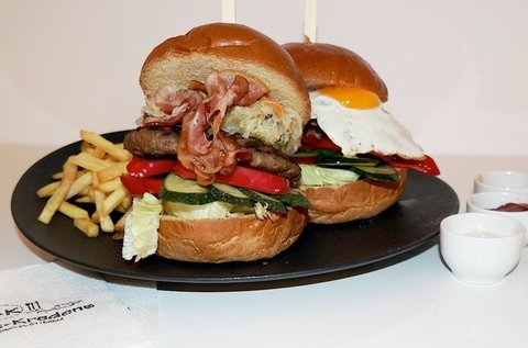 Páros burger álomtál sült krumplival, 3 fajta szósszal