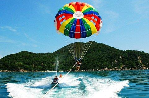 Vízi ejtőernyőzés 1 fő részére a Tisza-tó körül