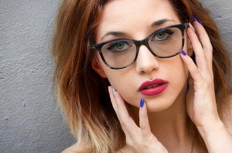 Fényre sötétedő dioptriás szemüveg látásvizsgálattal