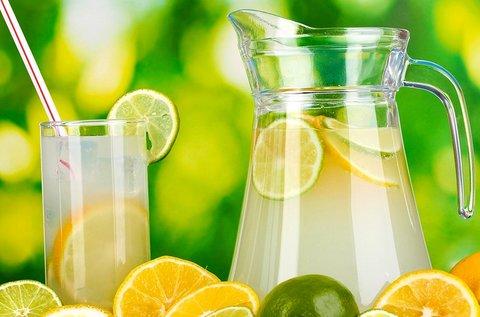 2x0,5 l-es szénsavas vagy -mentes limonádé