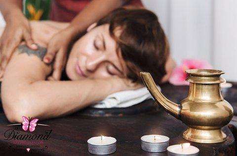 Indiai ayurvédikus marma masszázs meleg olajokkal