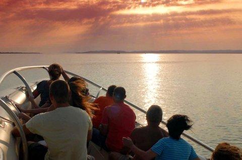 20 perces motorcsónakos száguldás a Balaton vizén