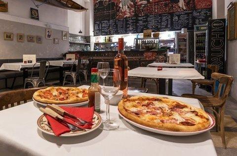 2 db 32 cm-es finom pizza a Vásárcsarnok mellett