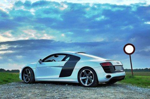 Tégy próbára egy 420 lóerős Audi R8-at Mogyoródon!