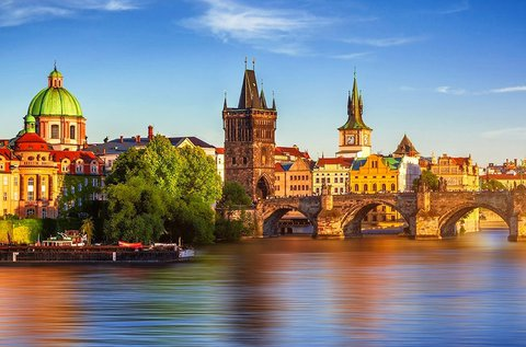 Mesés városnézés Prágában, buszos utazással