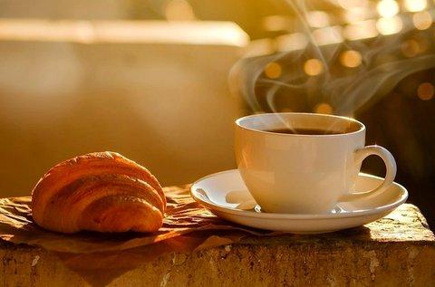 1 db croissant vagy választható ciabatta kávéval