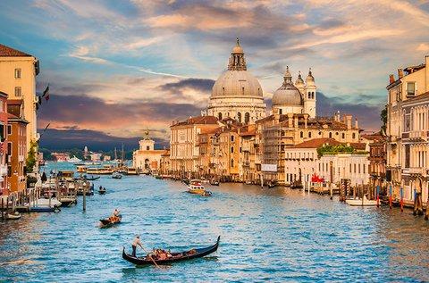 Romantikus gondolázás egész évben Velencében