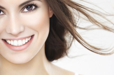 Egészséges, csodás mosoly fogkő-eltávolítással