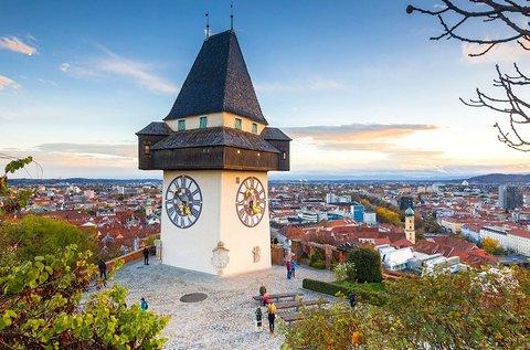 Családi kikapcsolódás a Mura partján, Grazban