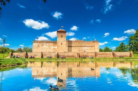 Felhőtlen fürdőzés és wellness a Gyulai vár mellett
