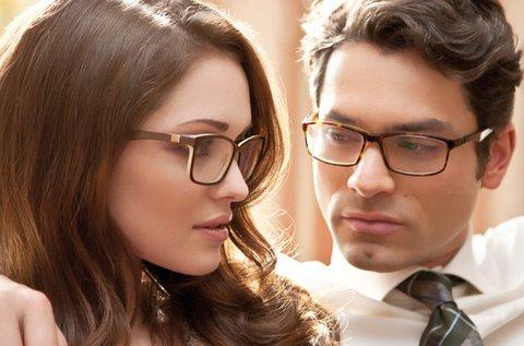 Fényre sötétedő szemüveg Essilor lencsével