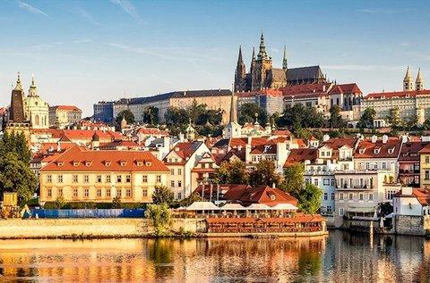 Romantikus városnézés a száztornyú Prágában