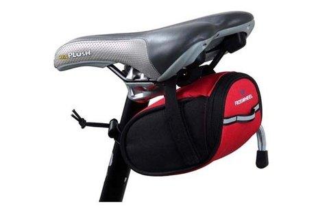 Praktikus, kerékpárra szerelhető nyeregtáska