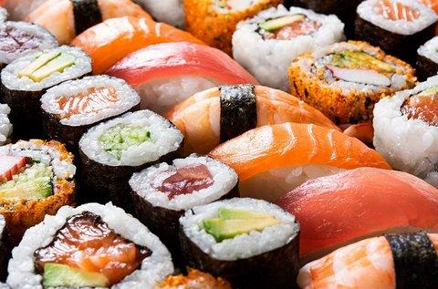 40 db-os sushi válogatás a Senbazuru Bistróban