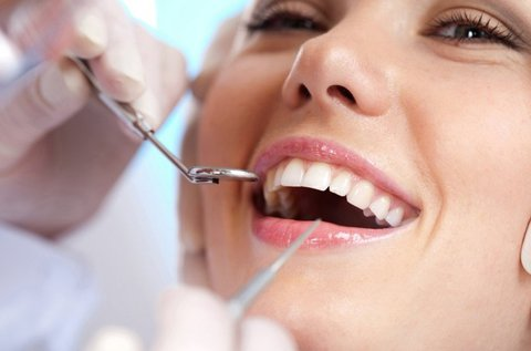 Egyrészes fogászati implantátum beültetése