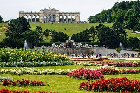 Buszos utazás a bécsi Schönbrunni kastélyhoz