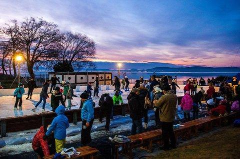 Balatonlellei örömök korcsolyapálya használattal