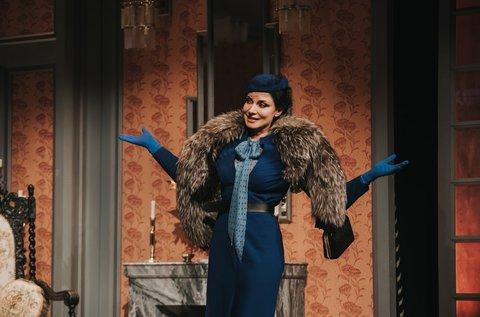Kék róka című színjáték Gregor Bernadettel