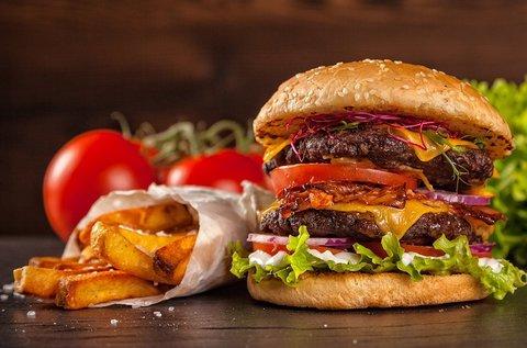 Dupla húsos sajtburger 2 főnek választott üdítővel