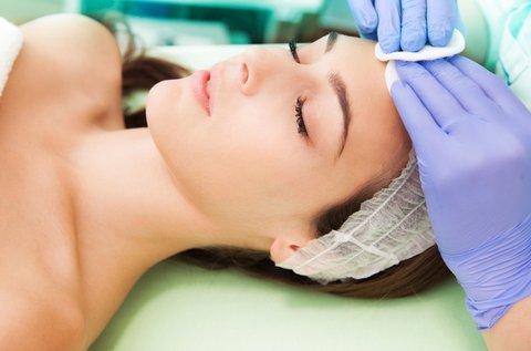 Kozmetikai nagykezelés a ragyogóan tiszta arcbőrért