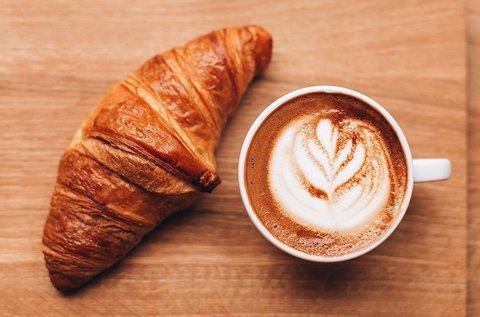Reggeli croissant és kávé a Bottega del Vinóban