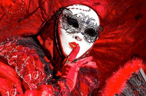 Februári buszos utazás a velencei karneválra