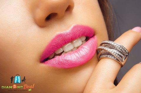 Érzéki ajkak hyaluronsavas szájfeltöltéssel