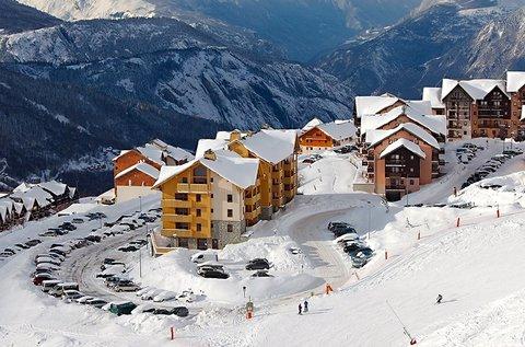 1 hetes buszos síút 1 főnek a francia Alpok közepén