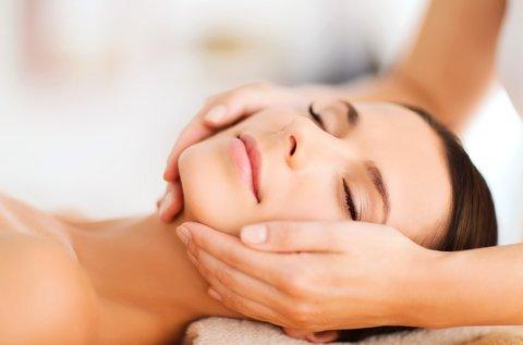 55 perces relaxációs hát- és 10 perces arcmasszázs