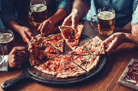 4 db 32 cm-es pizza 4 zacskó Lay's chipsszel