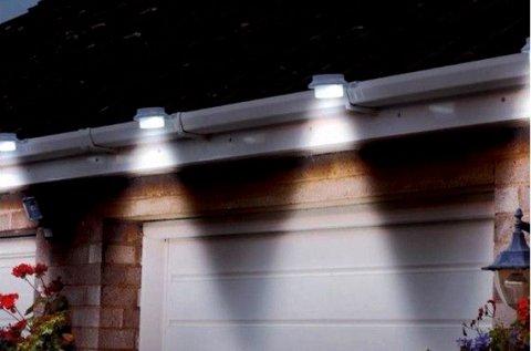 2 db ereszcsatornára szerelhető LED lámpa
