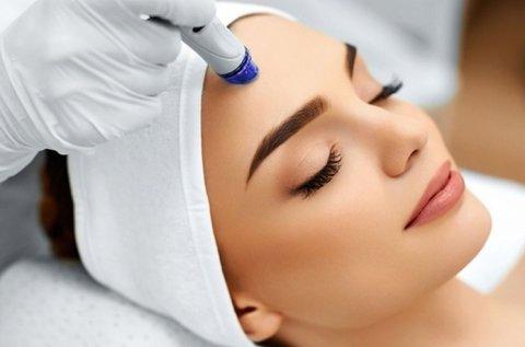 Makulátlan bőr Dermapenes arctisztítással