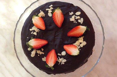 8 szeletes paleo mandulás Sacher torta