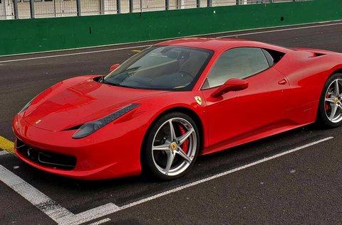Száguldj egy Ferrari 458 Italia autóval 3 körön át!