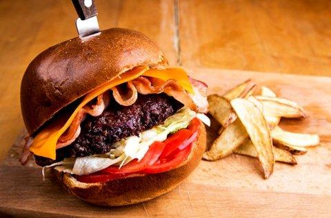 Kézműves burger steakburgonyával 2 főnek