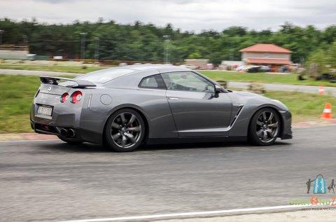 2 körös Nissan GT-R élményvezetés Mogyoródon