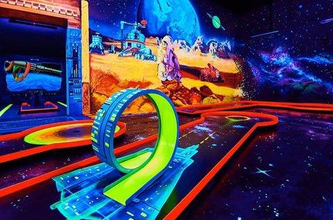 Belépő a Neonis 3D Blacklight Minigolf pályáira