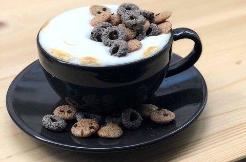 Különleges müzlis tál kávéval vagy cappuccinóval
