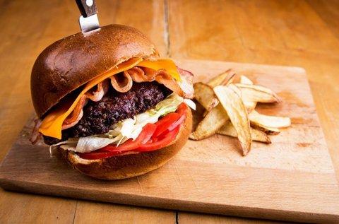 Kézműves burger 4 főnek steakburgonyával