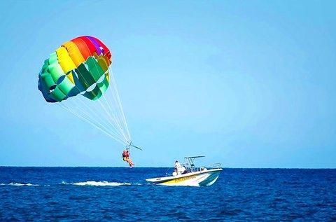 20 perces vízi ejtőernyőzés a Tisza-tó felett