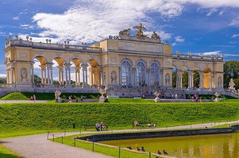 Buszos utazás húsvéti vásár látogatással Bécsbe