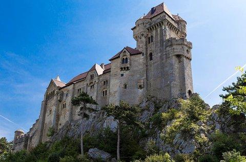 Buszos utazás a Liechtensteinek várához