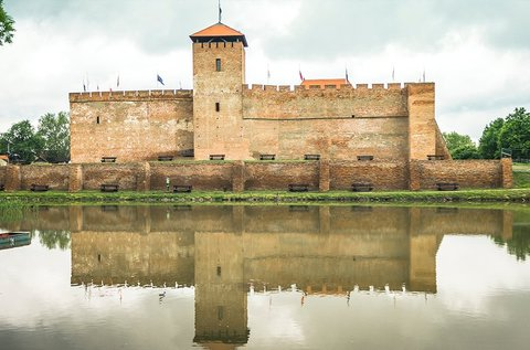 Tavaszi kikapcsolódás a Gyulai vár mellett